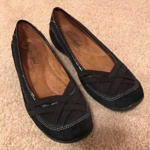 GUC black Naturalizer flats size 6
